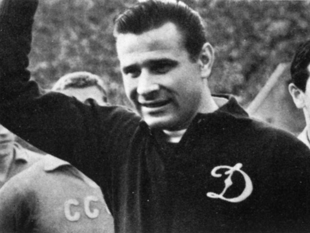 Герой нашего времени и нашего футбола - Лев Яшин.